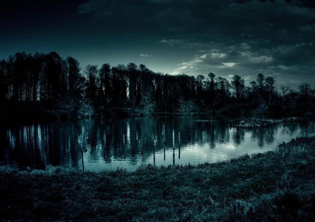 血染めの湖